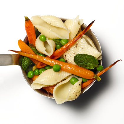 <p>Shells With Peas, Carrots, and Mint</p>