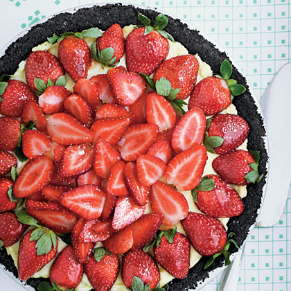 Strawberry Cream Pie RecipeA dark-chocolate crust and jewel-bright berries brushed with jelly turn this down-home pie into a company-worthy fare.
