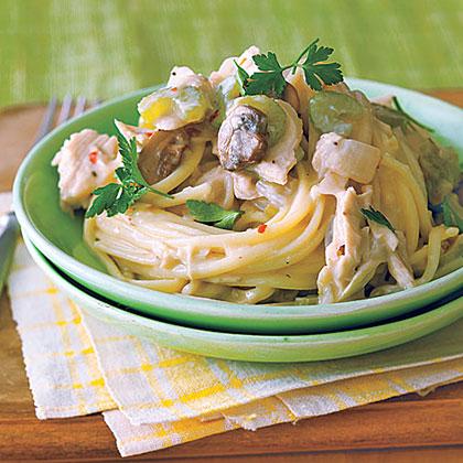 Creamy Tuna-and-Mushroom Linguine Recipe