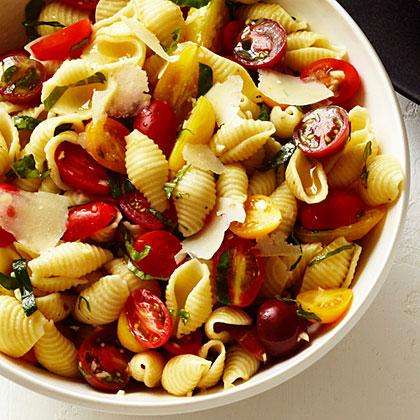 Seashells with Basil, Tomatoes, and GarlicRecipe