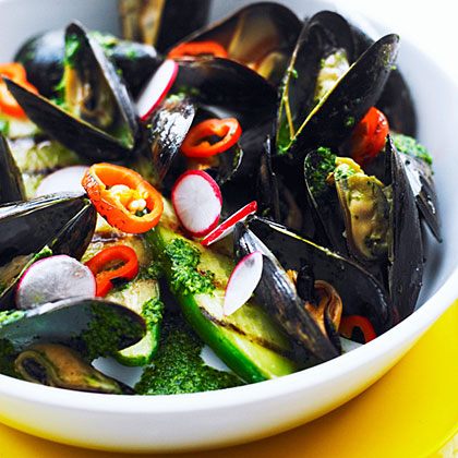 Grilled Mussels with Cilantro Bath