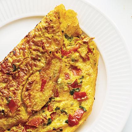 Omelete de curcuma, tomate e cebola