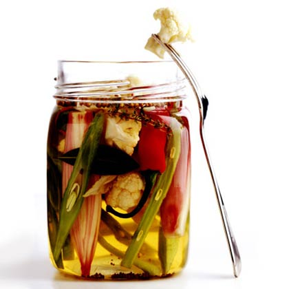 <p>Quick Refrigerator Pickles</p>