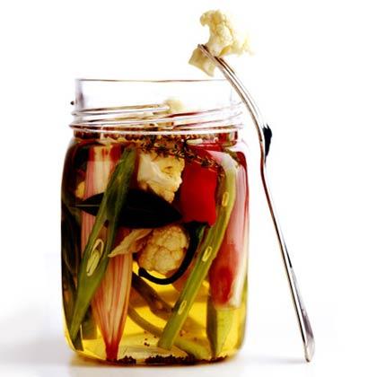 <p>Quick Refrigerator Pickles</p>