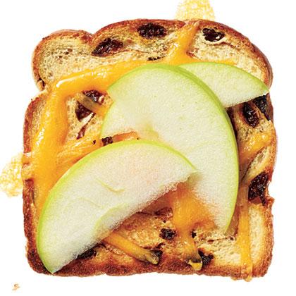 Cheddar 'n' Apple Cinnamon-Raisin Toast