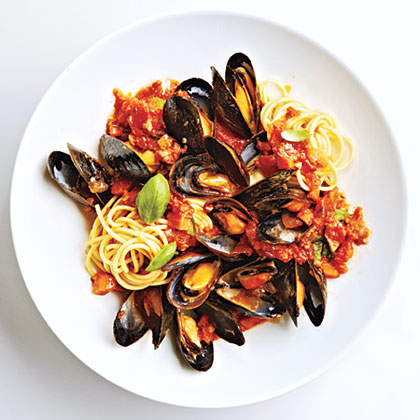 Use the Slow-Cooker Marinara from Day 11 in this dish. The red wine and basil make the sauce ultra luxurious – the perfect thing to accompany delicate mussels. Serve over pasta, with a glass of vino rosso (red wine) for a lush and tasty meal.Mussels Marinara Recipe