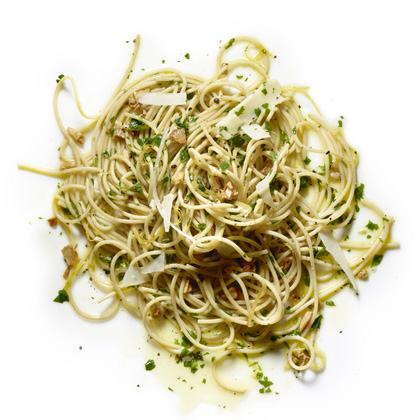 Whole-Wheat Spaghetti with Garlic, Parsley, and Lemon