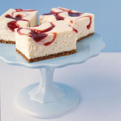 PHILADELPHIA New York-Style Strawberry Swirl Cheesecake