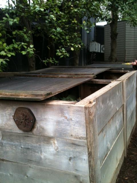 white-house-gardens-compost-bin.jpg