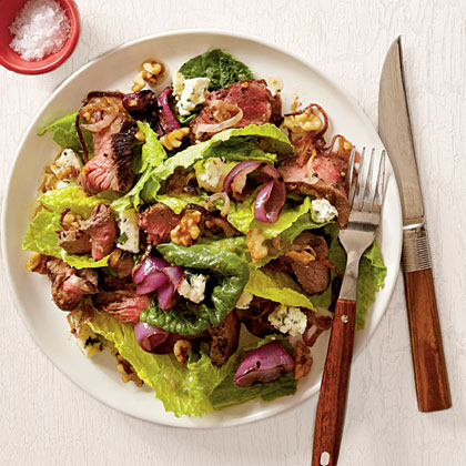 sl-Grilled Steak Salad with Walnut Dressing