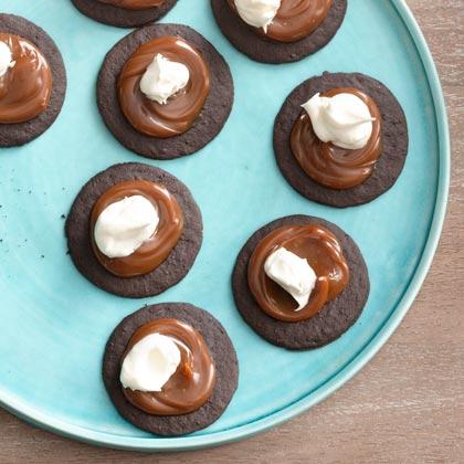 <p>Caramel-Cream Cookie</p>