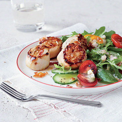 Seared Scallop Salad with Prosciutto Crisps