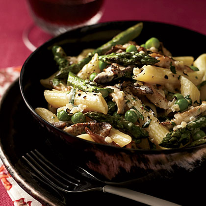 Penne with Asparagus, Peas, Mushrooms and Cream Recipe