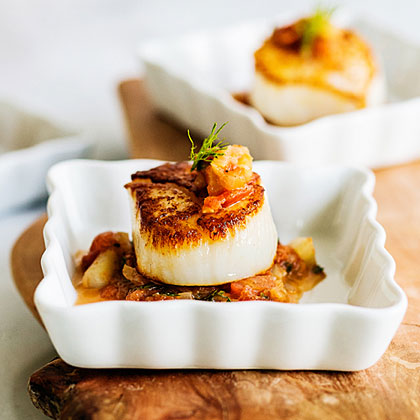 Seared Scallops with Tomato-Fennel Relish