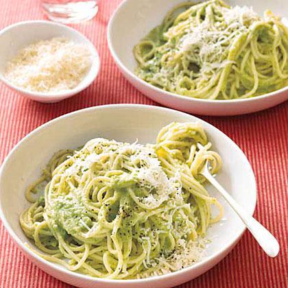 Spaghetti with Creamy Broccoli Pesto