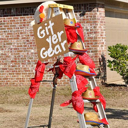 Barnyard Party Dress Up Ladder