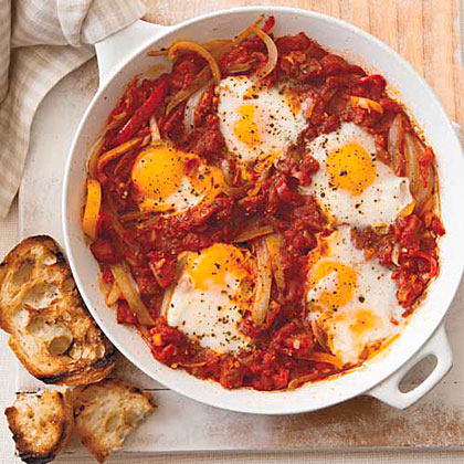 poached eggs in tomato sauce