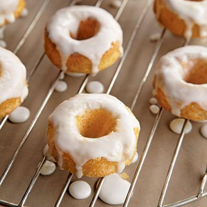 <p>Mini Donuts</p>