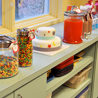 Bright colors add bright color to any room, even if you're hosting your party at a local event space or museum. Keep travel in mind when planning food; treats in glass jars are easy to pack and transport.