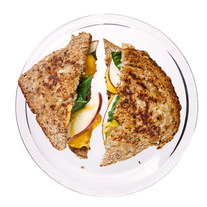 <p>Grilled Cheddar with Apples</p>