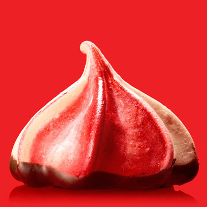 <p>Raspberry-Chocolate Meringues</p>