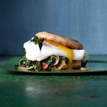 <p>hl-Bacon-and-Egg Sandwiches with Greens</p>