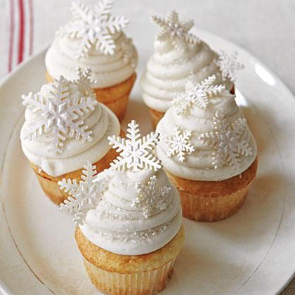 Cake of the Week: White Snowflake Cupcakes