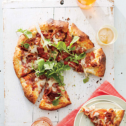 <p>BLT Pizza with White Sauce</p>