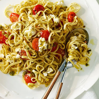 Linguine with Pesto, Cherry Tomatoes and Ricotta Cheese