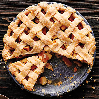 <p>Lattice-Top Apple Quince Pie</p>