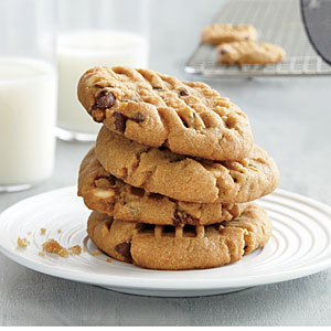 gf-peanutbutter-chocolatechip-cookie-ck-x.jpg