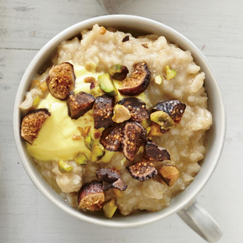 Pistachio, Fig, and Saffron Yogurt Oatmeal