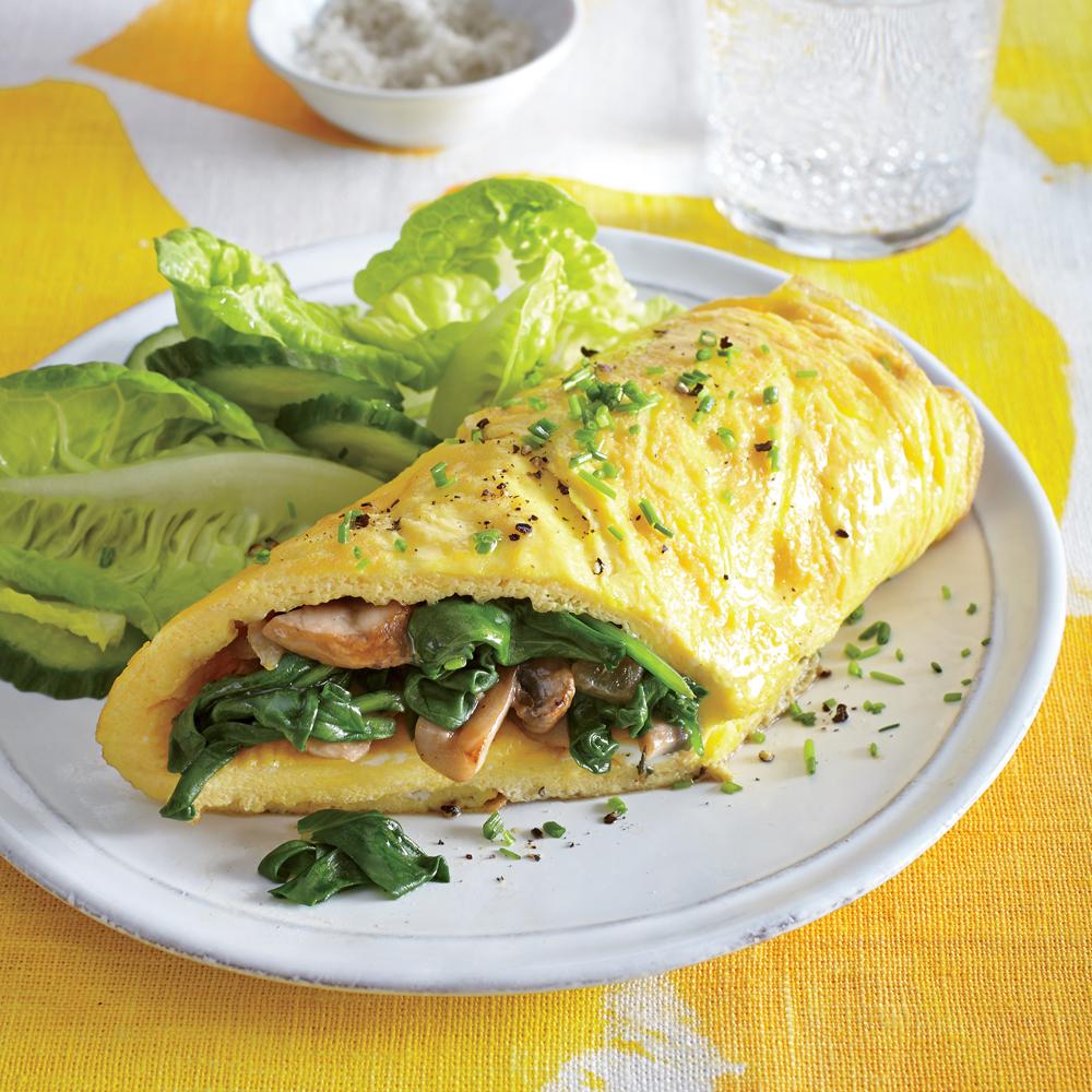 Omelete de cogumelo e espinafre