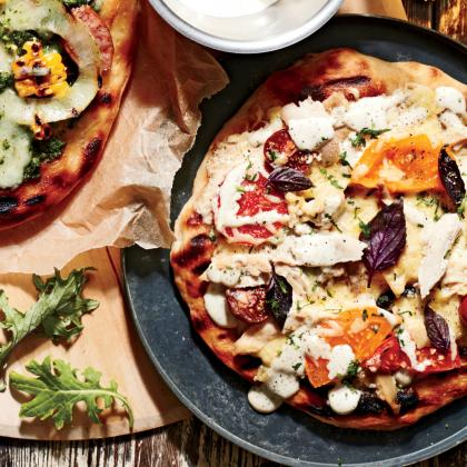smoked-chicken-pizza-white-barbecue-sauce-sl-1.jpg
