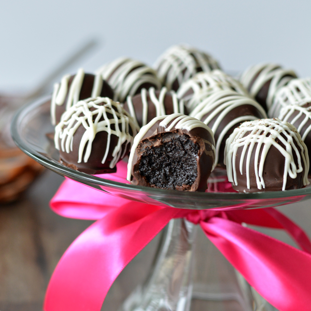 8 Exceptional Holiday Treats to Make with a Package of Oreos