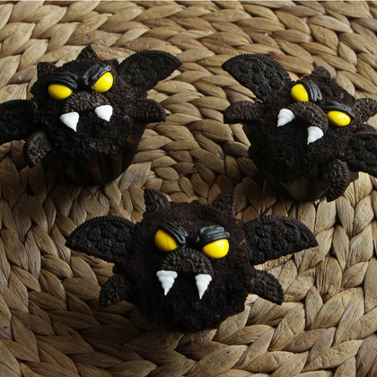 bat-cupcakes-mr.jpeg