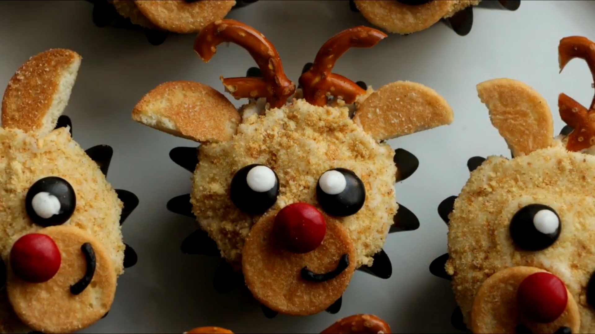 Merry and Bright Reindeer Cupcakes