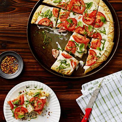 Creamy Mozzarella White Pizza