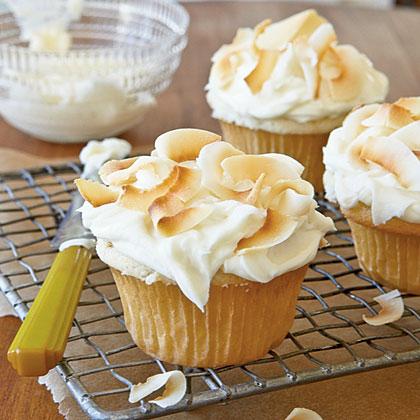 coconut-cupcakes-cl-1973691-xl.jpg