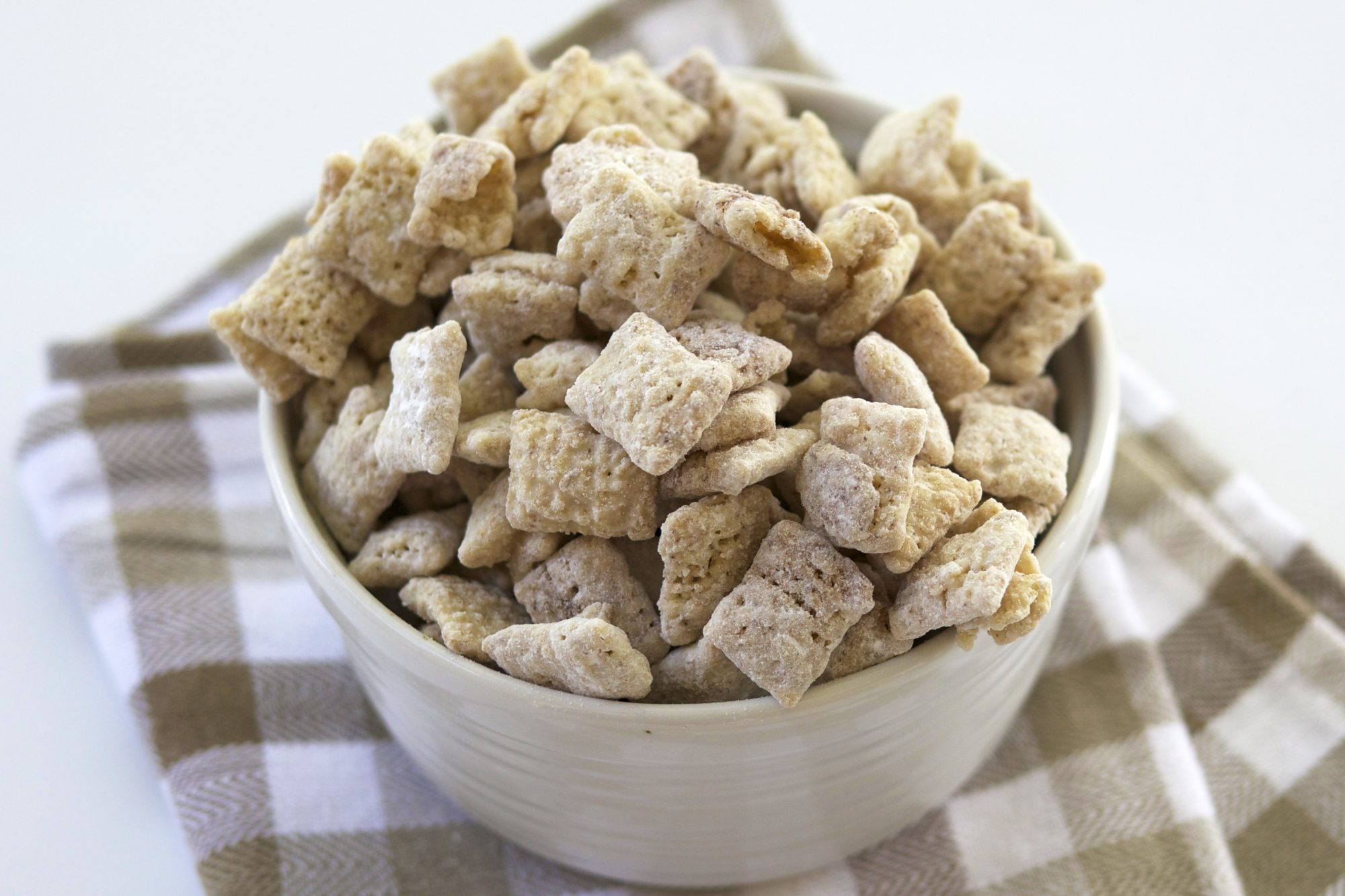 <p>Snickerdoodle Puppy Chow</p>