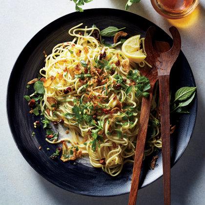 1605p127-spaghetti-aglio-e-olio.jpg