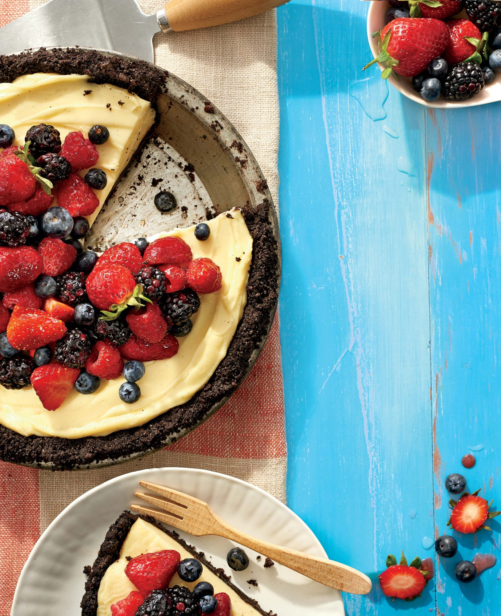 cl-Mixed Berry Cream Pie with Double Chocolate Crust Image