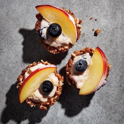 nectarine-blueberry-frozen-yogurt-pie-bites-hl.jpg