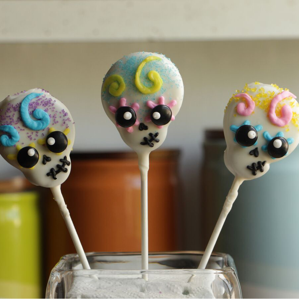 <p>Skull Cookie Pops</p>