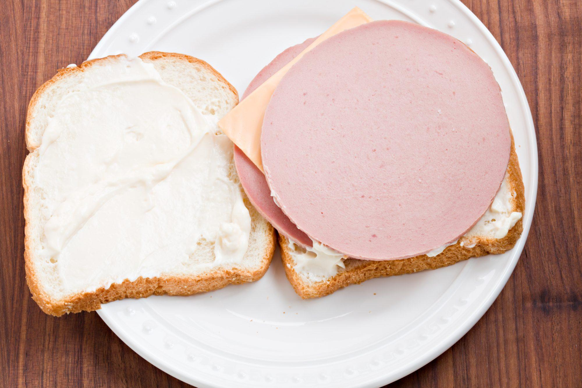 Картинка бутерброда с колбасой и сыром, розы