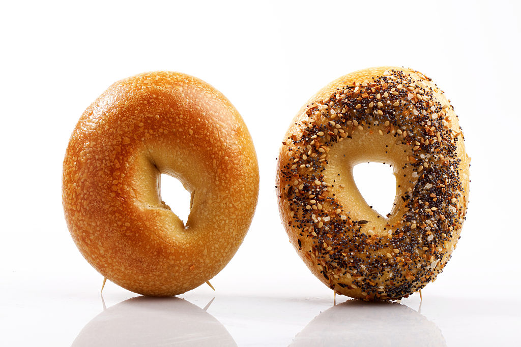 getty-plain-and-everything-bagel-image