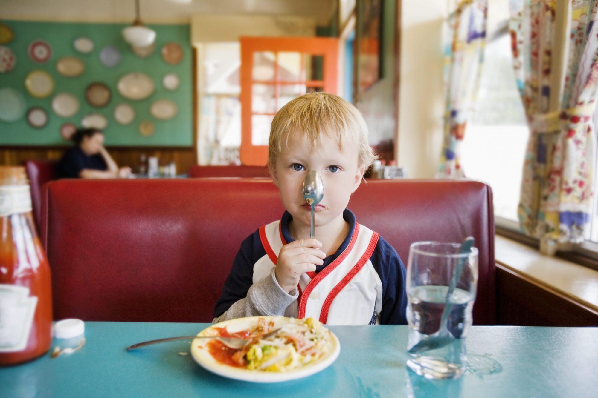 getty-kid-in-restaurant-image
