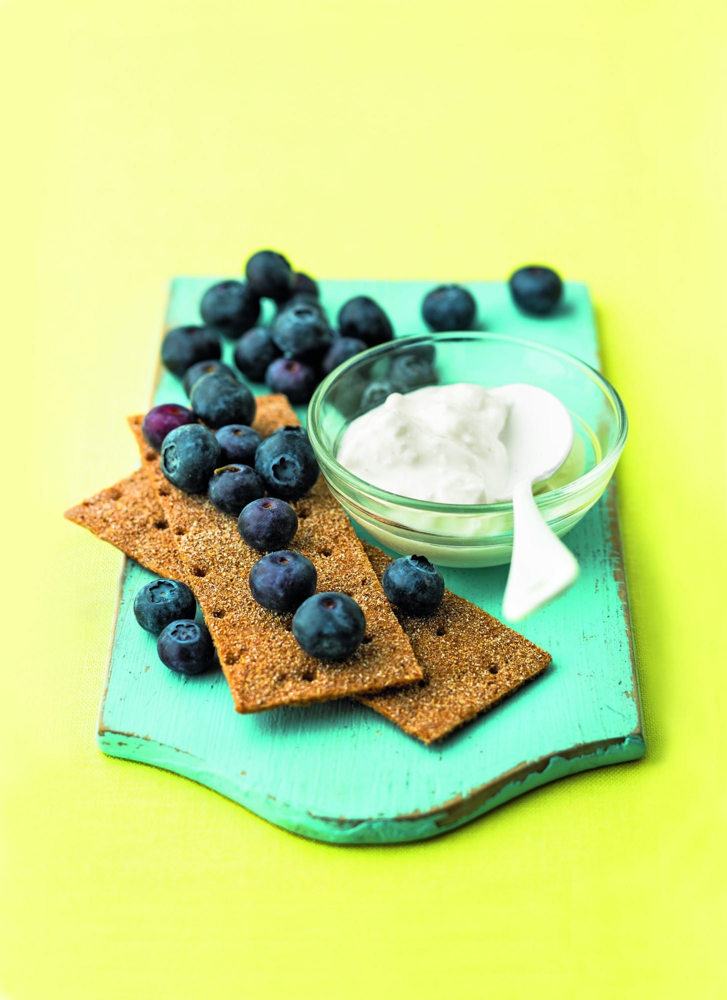 Crisp Bread with Cottage Cheese and Blueberries