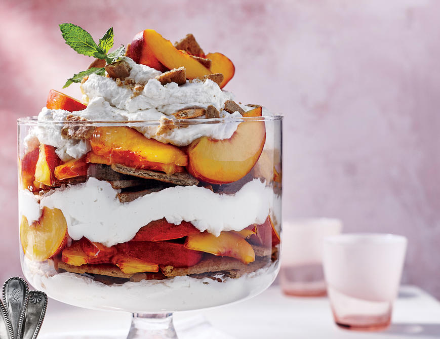 <p>Peach Icebox Cake</p>