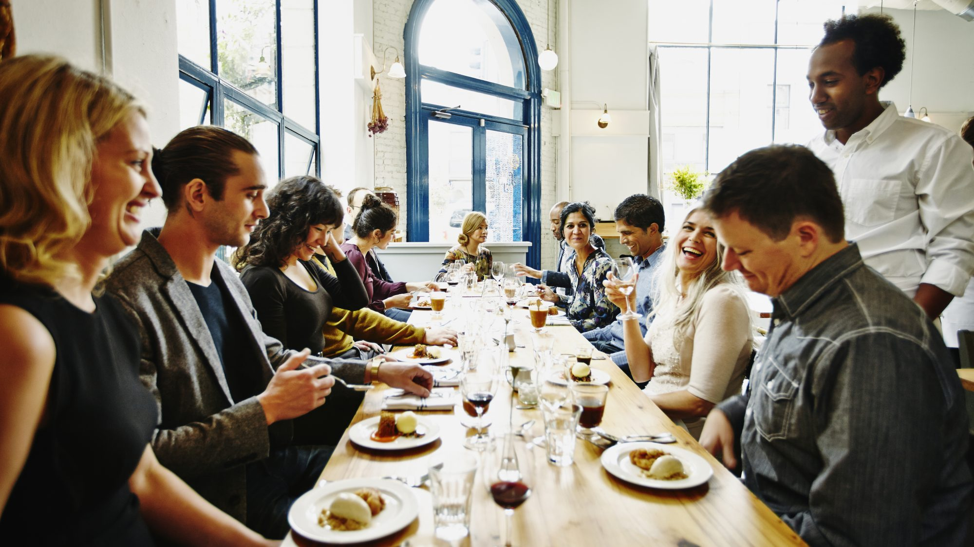 What You Should and Shouldn't Do When You Go Out to Dinner with a Big Group